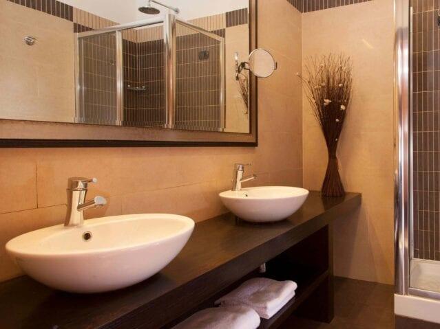 GrønRejs-hotel-piemonte-badeværelse