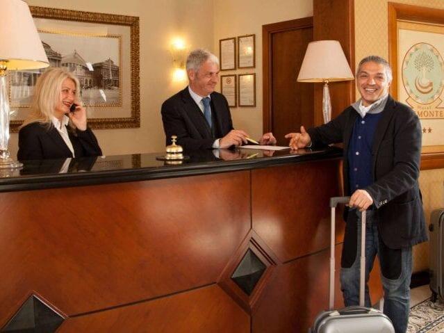 GrønRejs-hotel-piemonte-receptionen
