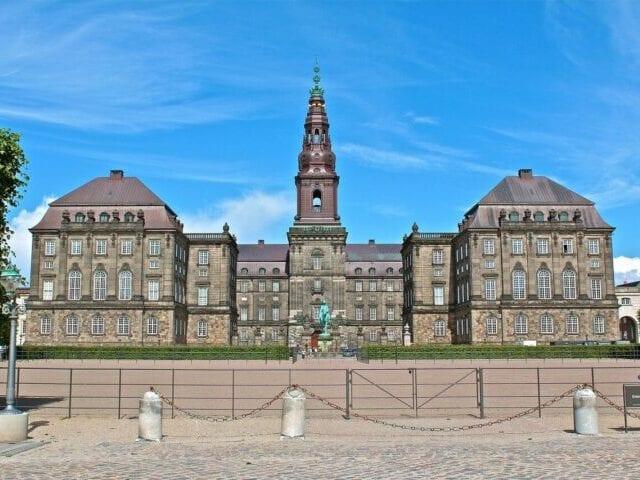 Besøg regeringens højborg, Christiansborg