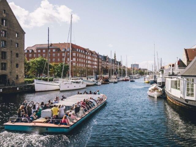 Tag på kanalrundfart gennem København