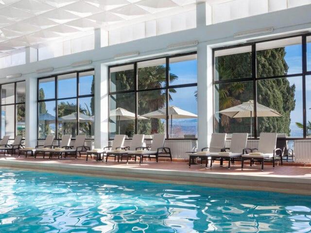 I kan også nyde hotellets indendørs pool