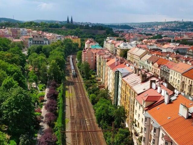 Toget er fremme i Prag samme aften