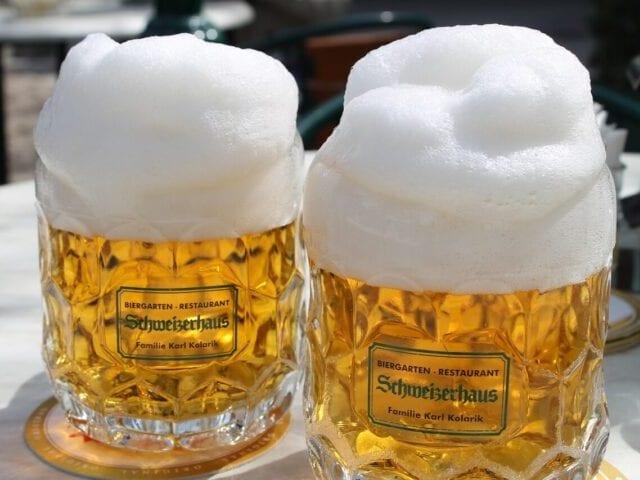Smag den lokale øl på en af byens barer