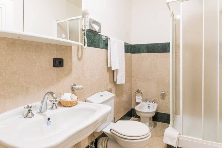 Lækre og lyse badeværelser