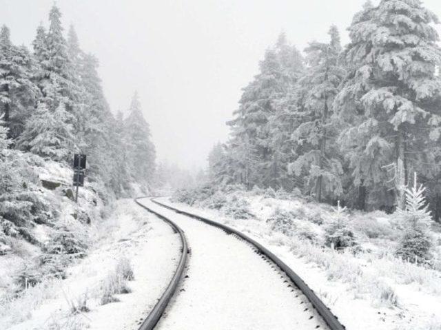 GrønRejs-togrejse-til-østrig-skinner