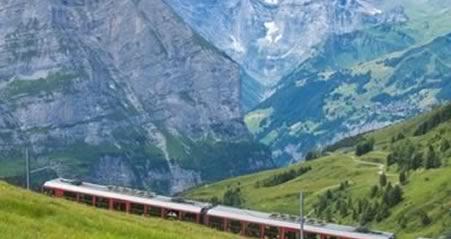 Alperne i Schweiz med togrejse