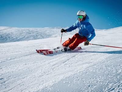 Tog aktiv ferie på ski
